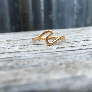 Jewelry - New Gold danity wave 925 beach ring.